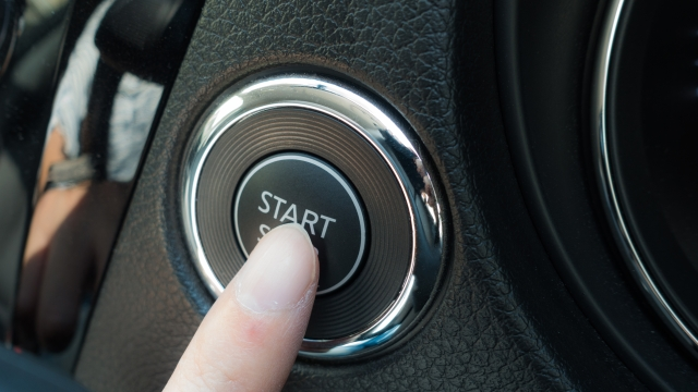 車のスタートボタン
