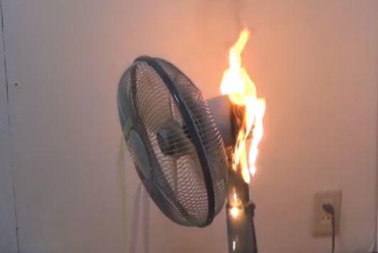 燃える扇風機