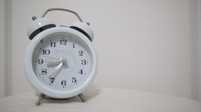 目覚まし時計 アナログ